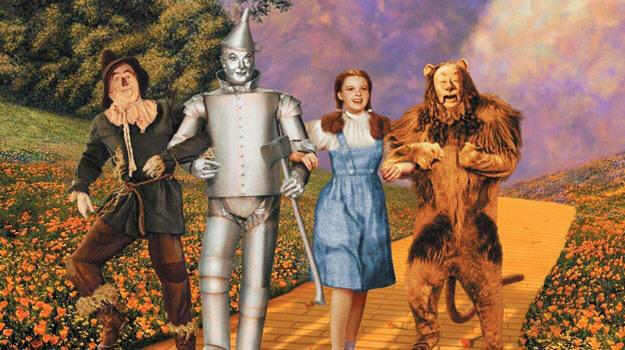"""Klasyczny """"Czarnoksiężnik z krainy Oz"""" z 1939 roku, z Judy Garland w roli Dorotki /materiały prasowe"""