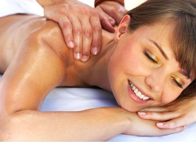 Klasyczny masaż tajski poprawia przemianę materii, krążenie krwi i limfy, reguluje oddech /© Panthermedia