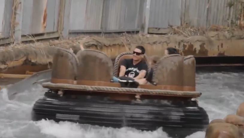 """Klatka z filmu reklamującego """"Thunder River Rapids"""" w parku rozrywki Dreamworld w Gold Coast /YouTube"""
