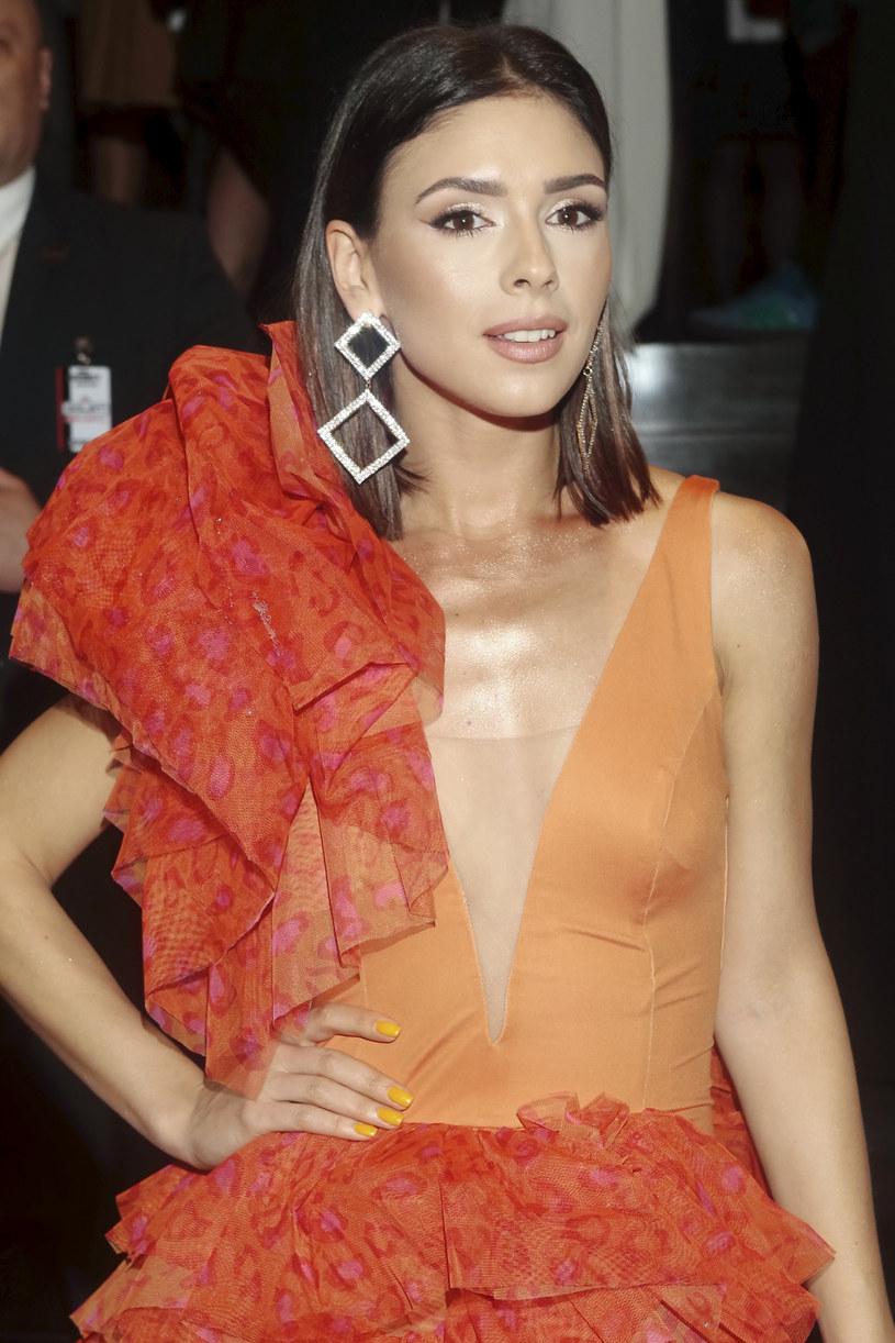 Klaudia Halejcio pięknie wygląda w pomarańczu /Adam Jankowski /Reporter