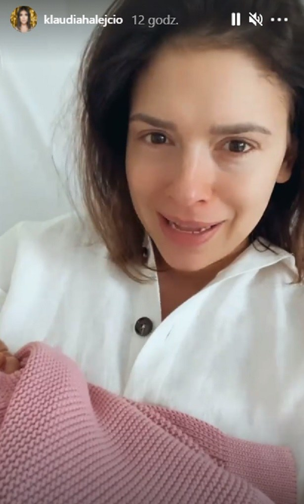 Klaudia Halejcio pokazała nagrania jeszcze ze szpitala, tuż po porodzie /screen /Instagram