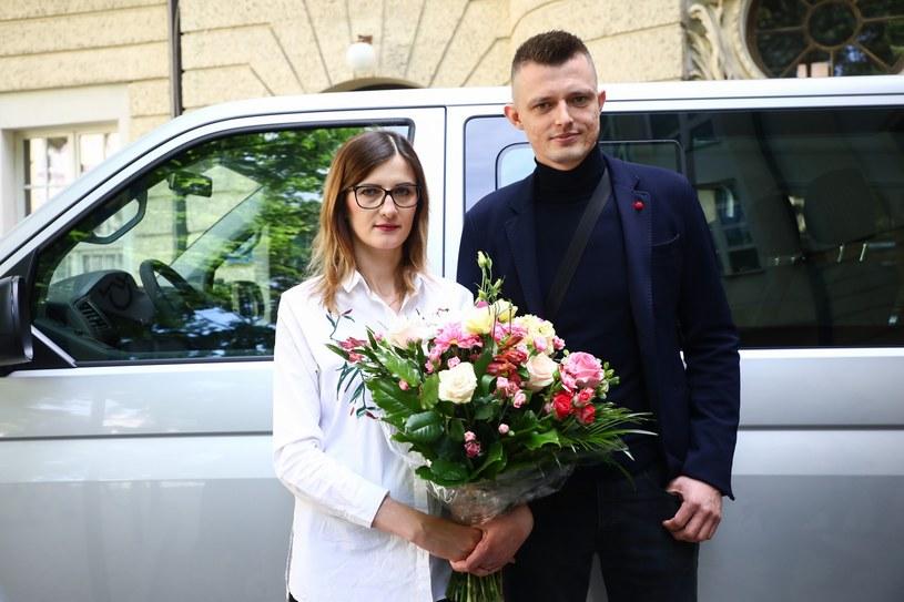 Klaudia i Szymon Marzec - rodzice sześcioraczków /Beata Zawrzel /Reporter