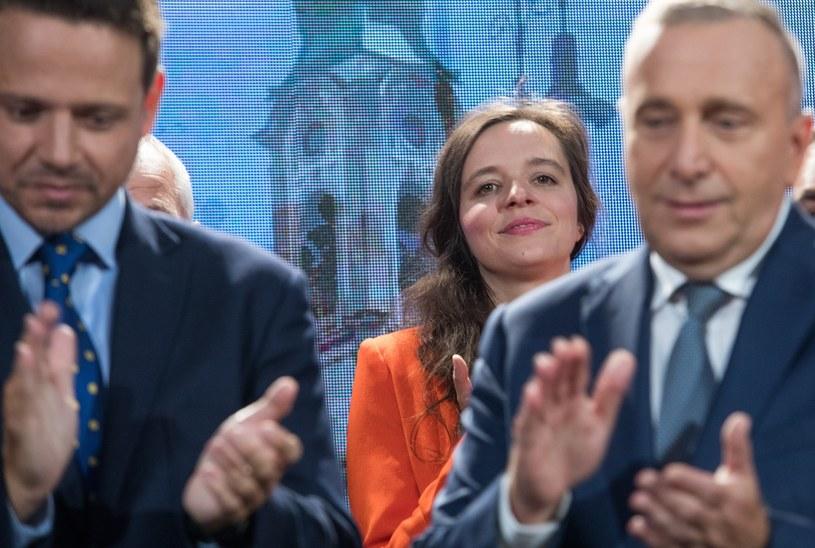 Klaudia Jachira na drugim planie /Tomasz Jastrzębowski /Reporter
