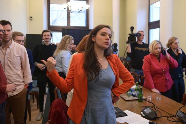 Klaudia Jachira podczas pierwszego posiedzenia Zespołu do spraw Równouprawnienia Społeczności LGBT+ /Marcin Obara /PAP