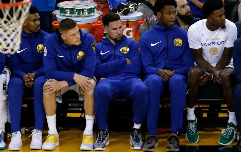 Klay Thompson (w środku), Kevin Durant (pierwszy z prawej) /AFP
