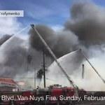 Kłęby dymu nad Los Angeles. Pożar opuszczonego motelu