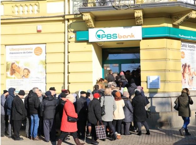 Klienci przed siedzibą PBS /Józef Polewka /RMF FM