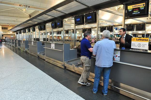 Klienci upadłego biura podróży Orbis Travel nadal czekają na pieniądze /AFP