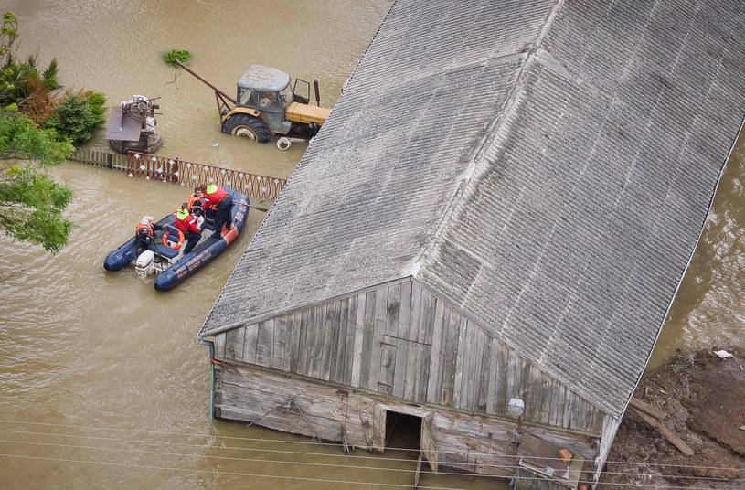 Klimatolodzy ostrzegają, że w Polsce trzeba będzie zapobiegać gwałtownym powodziom /AFP