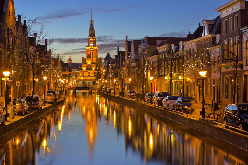 Klimatyczny Alkmaar również zaprasza do siebie, przede wszystkim znawców serów /123RF/PICSEL