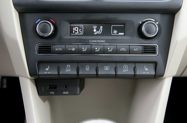 Klimatyzacja automatyczna i złącza USB i MDI /