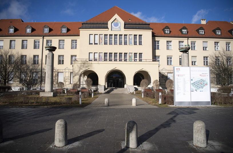 Klinika Schwabing w Monachium, gdzie przebywa pacjent zarażony koronawirusem /LUKAS BARTH-TUTTAS /PAP/EPA