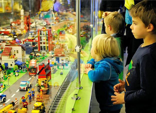 Klocki cieszą się niezwykle dużym zainteresowaniem zarówno wśród dzieci, jak i dorosłych. /123RF/PICSEL