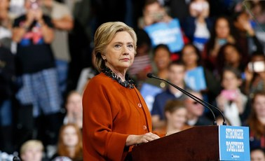 Kłopoty Hillary Clinton tuż przed wyborami: FBI wznawia śledztwo ws. jej maili