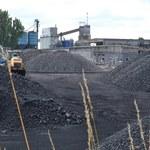 Kłopoty z węglem. Setki tysięcy ton zalegają przy kopalniach