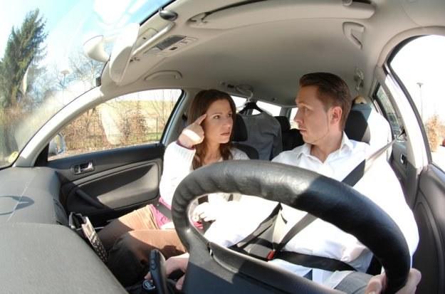 Kłótnia? Lepiej nie w samochodzie / Fot: Sylent Press /East News