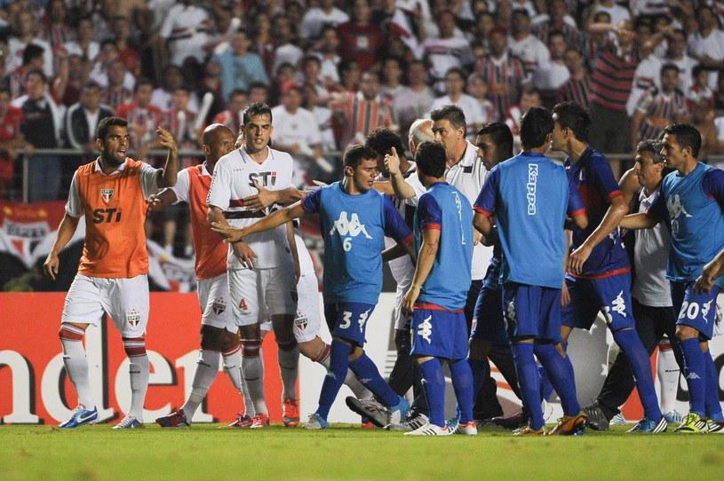 Kłótnia podczas meczu FC Sao Paulo i Tigre Buenos Aires /AFP