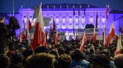 """Kluby """"Gazety Polskiej"""" za władzą i przeciwko KOD"""