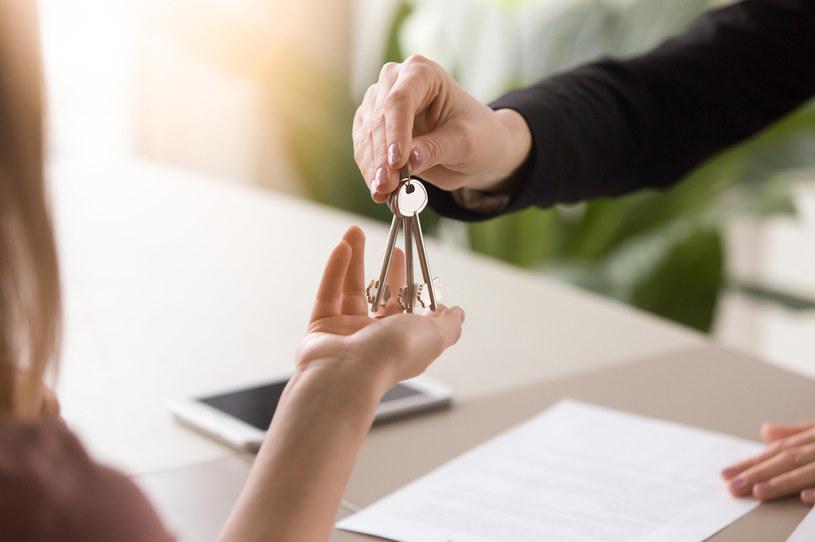 """""""Klucz za dług"""" - takich kredytów hipotecznych nie ma na rynku (KNF) /123RF/PICSEL"""