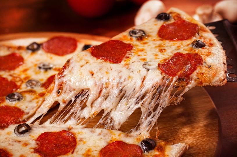 Kluczem dla pysznej domowej pizzy jest ciasto. Podpowiadamy, jak je przygotować /123RF/PICSEL