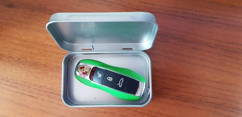 Kluczyk warto  nosić w metalowym pudełku /INTERIA.PL