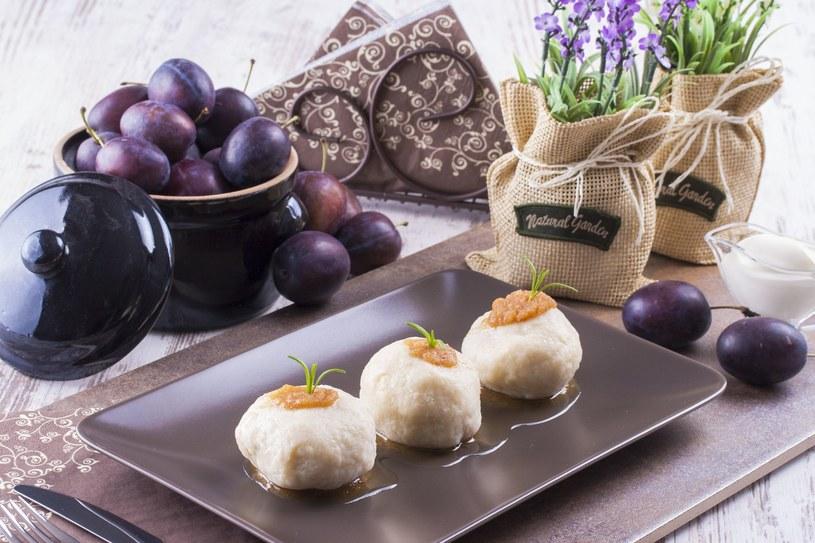 Knedle ze śliwkami to najlepszy pomysł na jesienny obiad /123RF/PICSEL