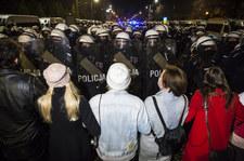 """KO: Mieliśmy do czynienia z """"nieproporcjonalnością i brutalnością"""" policji"""