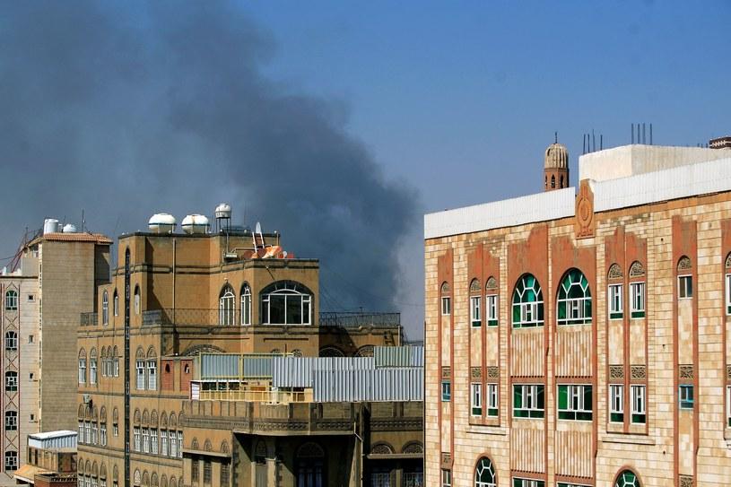 Koalicja, na czele której stoi Arabia Saudyjska, przeprowadziła w Jemenie naloty. /MOHAMMED HUWAIS /AFP