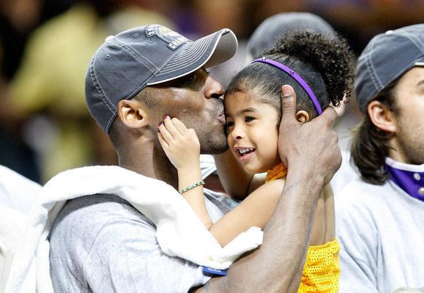 Kobe Bryant i jego córka Gianna /Ronald Martinez /AFP