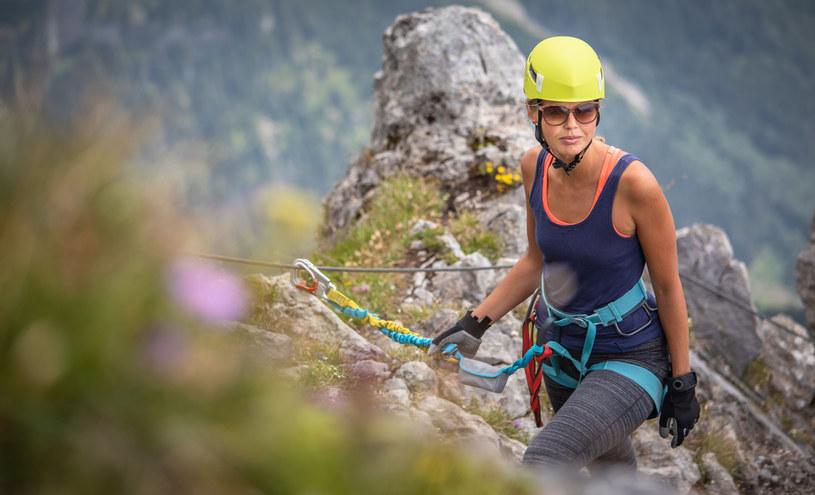Kobiet na górskim szlaku jest coraz więcej. Sporo kobiet z tej grupy narzeka na nierówne traktowanie ich podczas wędrówki właśnie ze względu na płeć /123RF/PICSEL
