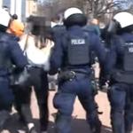 Kobieta bita pałką. Policja publikuje nagranie z Głogowa