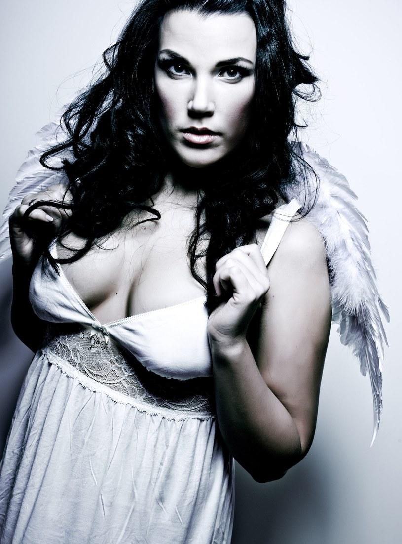 Kobieta dla mężczyzny powinna być aniołem i diablicą równocześnie... /123RF/PICSEL