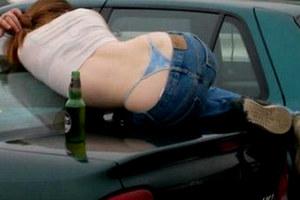 Kobieta po alkoholu...