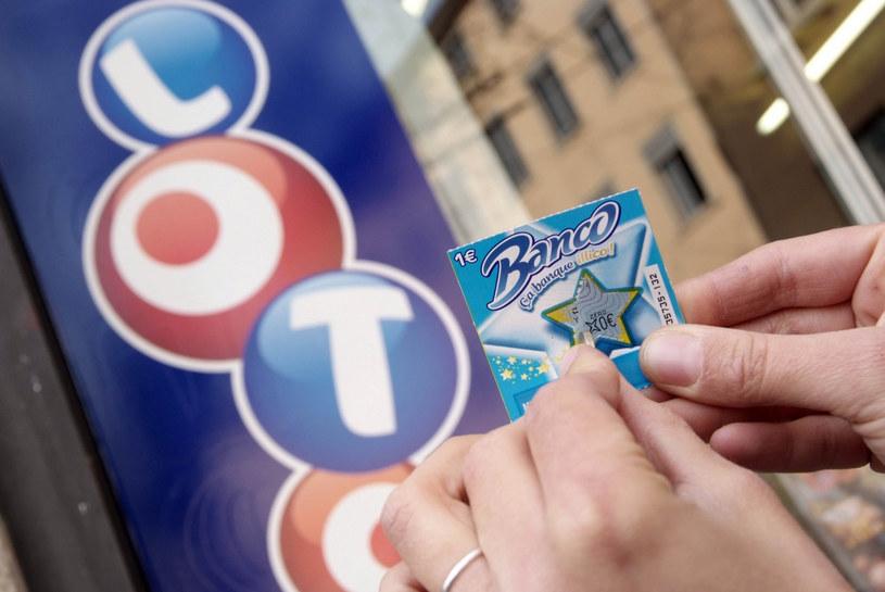 Kobieta podarowała bezdomnym zdrapkę loterii Banco /byline /East News
