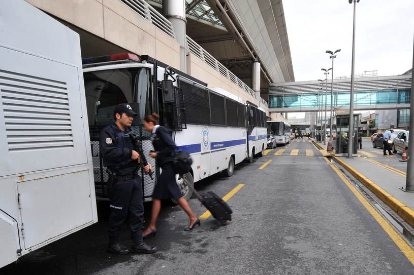 Kobieta pozostawiła dziecko na lotnisku /AFP