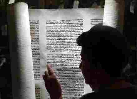 Kobieta również powinna studiowac Torę. /Getty Images/Flash Press Media