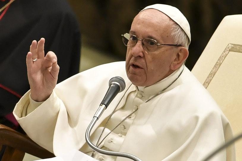 """""""Kobieta wnosi coś, co powoduje, że bez niej świat nie byłby taki"""" - wskazywał Franciszek /ANDREAS SOLARO /AFP"""