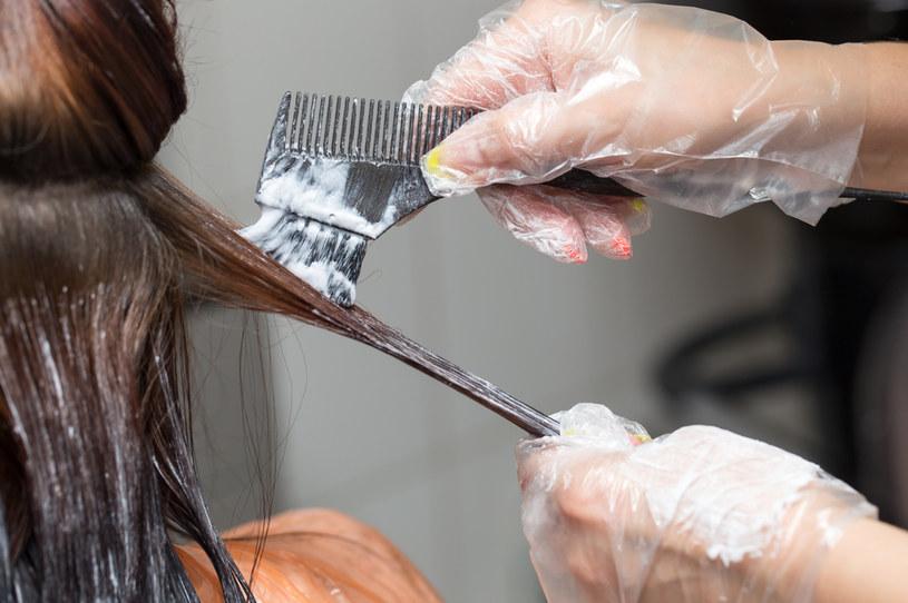 Kobieta wyjaśniła, że fryzjerka, która wykonywała koloryzację robiła to pierwszy raz /123RF/PICSEL