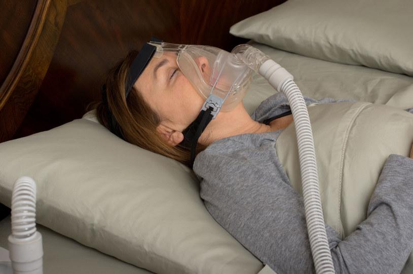 Kobieta z urządzeniem CPAP /123RF/PICSEL