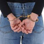 Kobieta za kratkami: Więzienie za naiwność