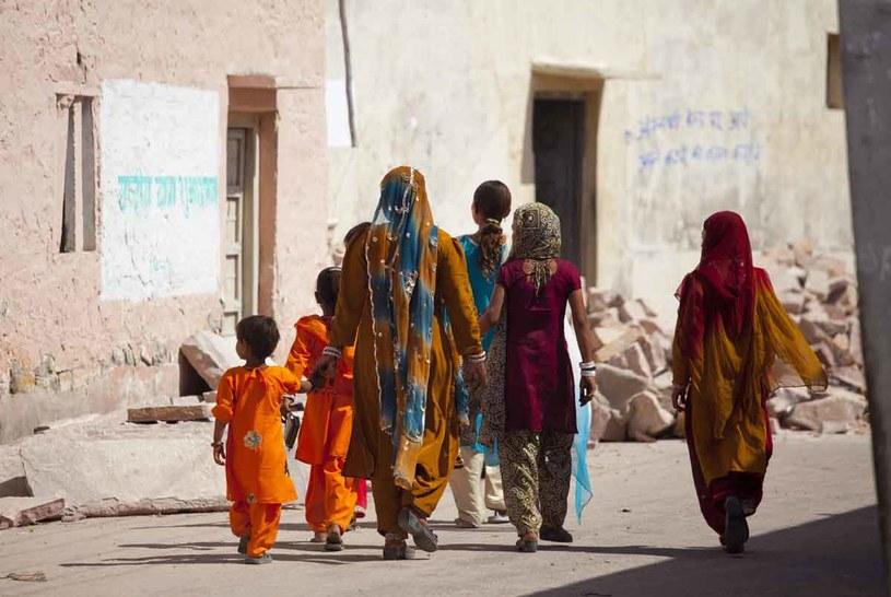 Kobiety idące na wesele w miejscowości Rohet /Getty Images