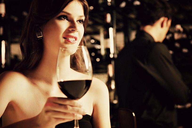 Kobiety, które często piją czerwone wino są bardziej chętne na seks - twierdzą naukowcy /123RF/PICSEL