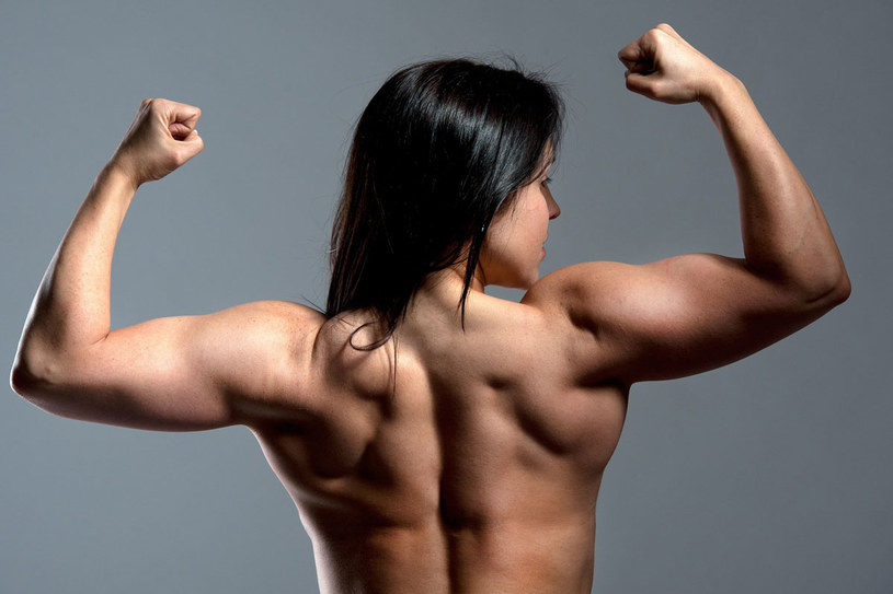 Kobiety, które mają testosteronu w nadmiarze łatwo poznać po sylwetce: mają szczupłe biodra i wyraźnie zaznaczone ramiona. /123RF/PICSEL