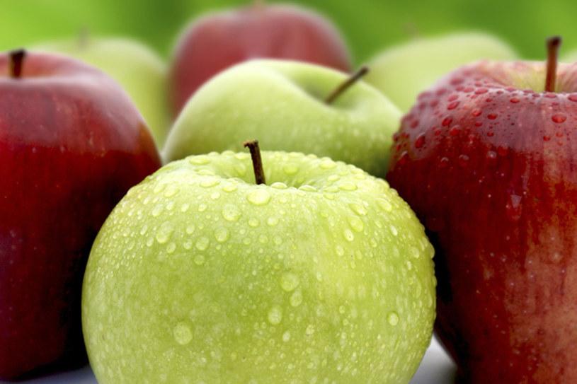 Kobiety, których diety odchudzające uwzględniały jabłka, traciły więcej na wadze i miały niższy poziom cukru we krwi niż te, które jadły gruszki albo ciasteczka owsiane /123RF/PICSEL