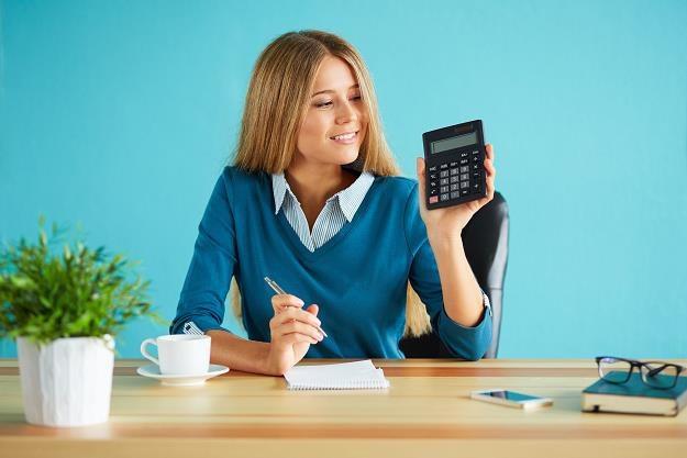 Kobiety lepiej od mężczyzn radzą sobie z terminowym regulowaniem zobowiązań /©123RF/PICSEL