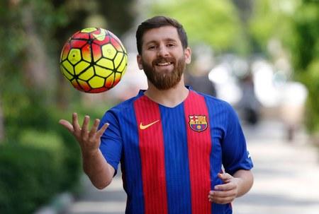 Kobiety masowo pozywają sobowtóra Leo Messiego. Za seks