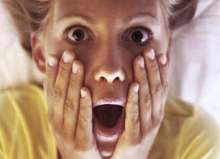 Kobiety miewają koszmary senne częściej niż mężczyźni /ThetaXstock