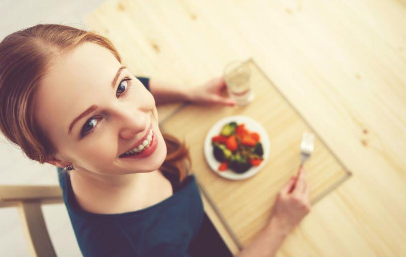 Kobiety na diecie to wdzięczny temat do żartów /123RF/PICSEL