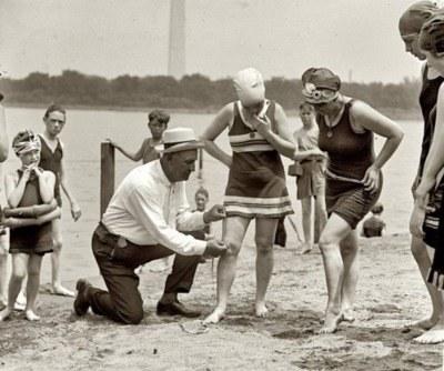 Kobiety na plaży, Waszyngton, 1922 r. /Agnieszka Lisak – blog historyczno-obyczajowy