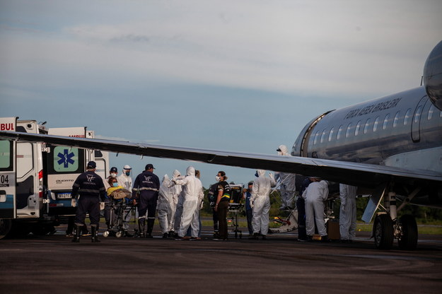 Kobiety oczekujące porodu wysyłane są samolotami do miast w sąsiednich stanach /RAPHAEL ALVES /PAP/EPA